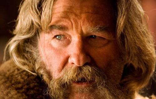 "Kurt Russell nei panni di John ""The Hangman"" Ruth"