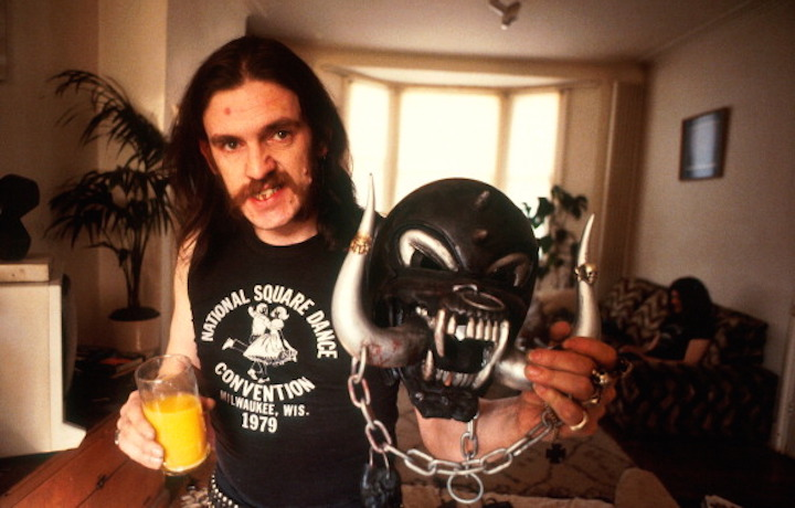Lemmy Kilmister nel 1982. (Foto di Michael Putland/Getty Images)