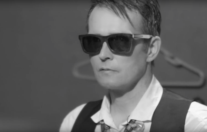 "Scott Weiland in un frame del video ""Modzilla"""