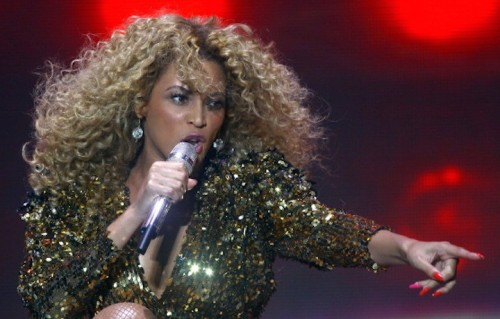 Beyoncé sul palco del Glastonbury , 2011 (Photo by Matt Cardy/Getty Images)