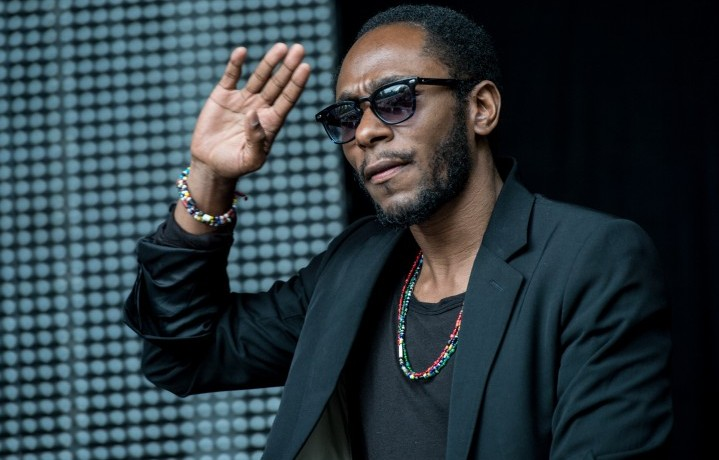 Mos Def in un live a Londra, 2015 (Photo by Ollie Millington/Redferns via Getty Images)