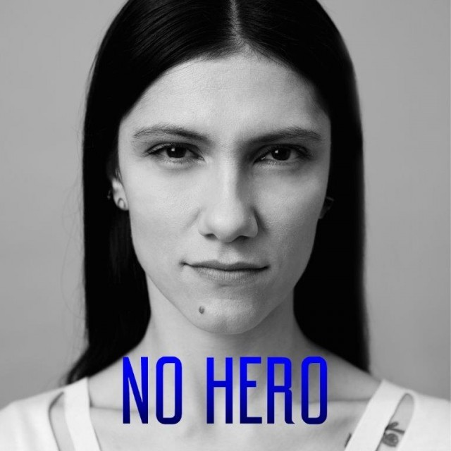 "La cover ufficiale di ""No Hero"""