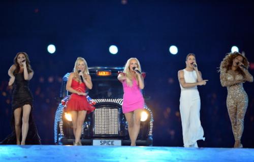 Le Spice Girls sul palco della Closing Ceremony dei London Olympics 2012 (Photo by Jeff J Mitchell/Getty Images)