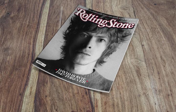 In quell'estate del 1969 Bowie aveva i capelli ricci e biondi, era la sua maschera hippy