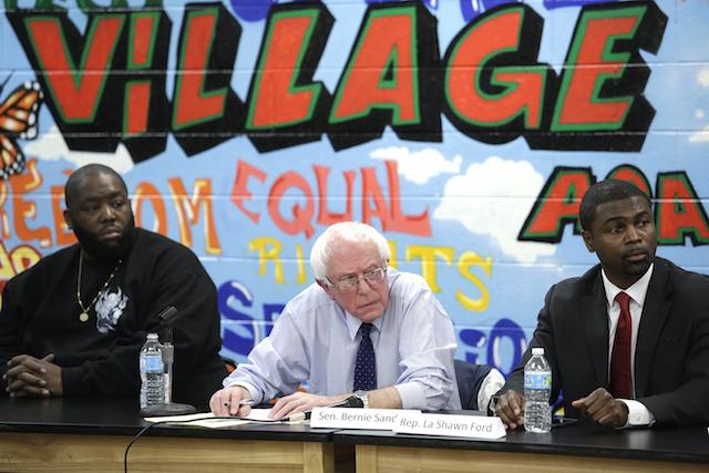 Bernie Sanders insieme a Killer Mike dei Run the Jewels (a sinistra), suo sostenitore. Foto di Joshua Lott/Getty Images