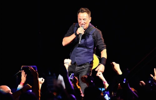 Bruce Springsteen sul palco con la E Street Band al Prudential Center di Newark, New Jersey il 31 gennaio scorso - Foto di Paul Zimmerman/Getty