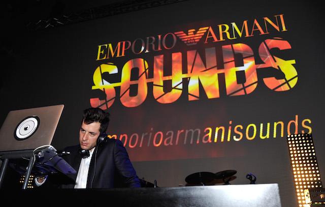 Mark Ronson durante il party. Foto: John Sciulli/Getty Images for Armani