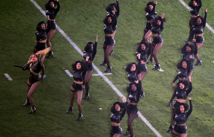 Beyoncé durante la sua esibizione al Super Bowl 50. Foto: Harry How/Getty Images