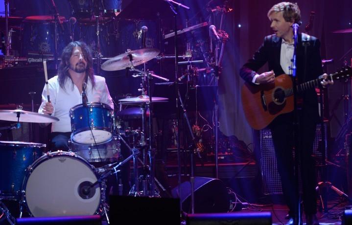 Dave Grohl e Beck durante la festa di apertura dei GRAMMY. Foto: Kevork Djansezian/Getty Images for NARAS)