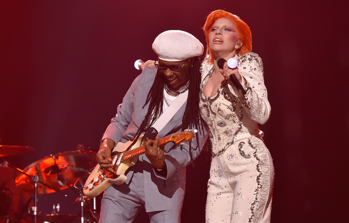 Nile Rodgers e Lady Gaga sul palco dei Grammy. Foto: Larry Busacca/Getty Images for NARAS