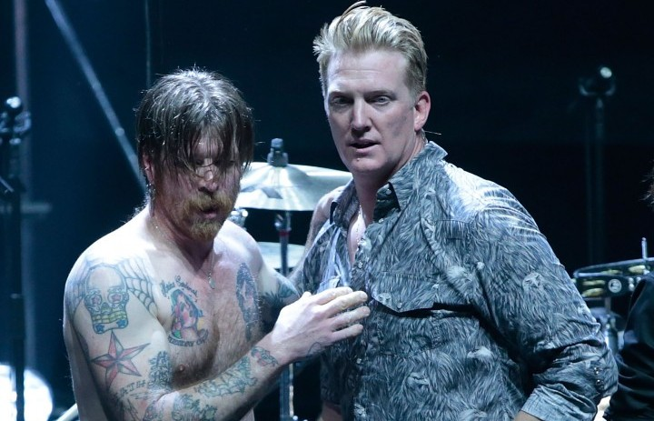 Jesse Hughes e Josh Homme degli Eagles of Death Metal durante il concerto di Parigi all'Olympia - Photo by Taylor Hill/WireImage