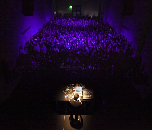 Alva Noto live. Foto: Matteo De Fina