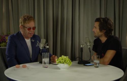 """Elton John e Brandon Flowers durante la diretta di """"Rocket Hour"""""""