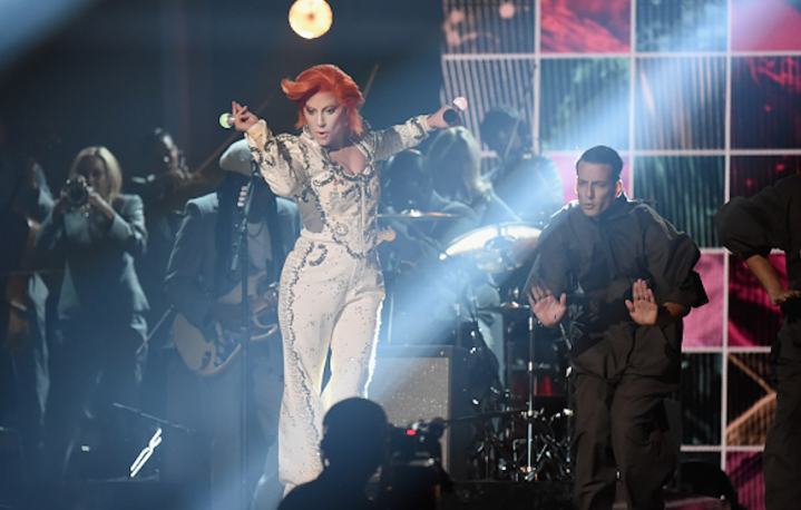 Lady Gaga sul palco dei Grammy Awards. Ph: Jeff kravitz/Getty Images