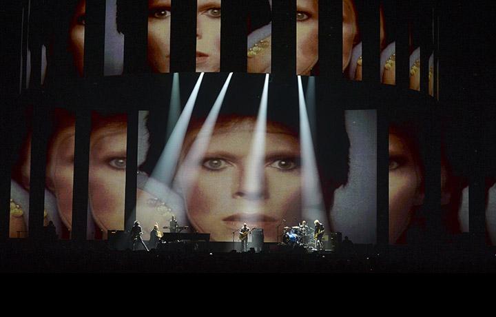 La performance dedicata a Bowie. Foto: Dave J Hogan/Dave J Hogan/Getty Images