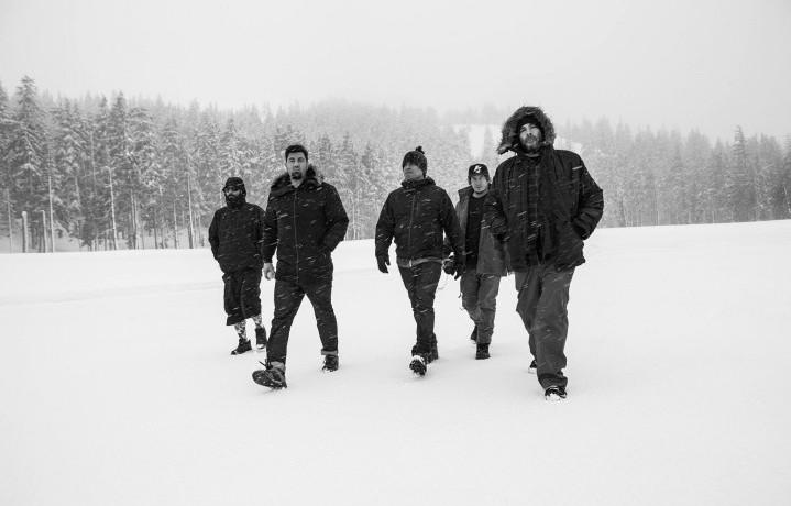 I Deftones sono Chino Moreno (voce, chitarra), Stephen Carpenter (chitarra), Frank Delgado (tastiere, sampling), Abe Cunningham (batteria) e Sergio Vega (basso)