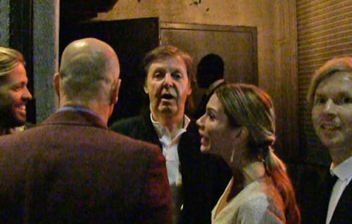 Paul McCartney, Beck e Taylor Hawkins ed il simpatico buttafuori dell'after show dei Grammy