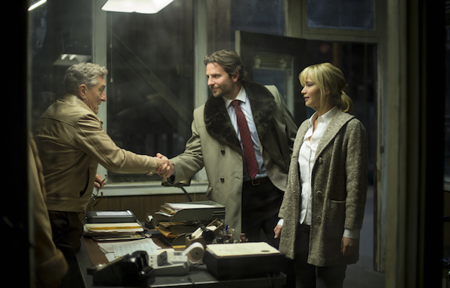"Robert De Niro, Bradley Copper e Jennifer Lawrence in ""Joy"""