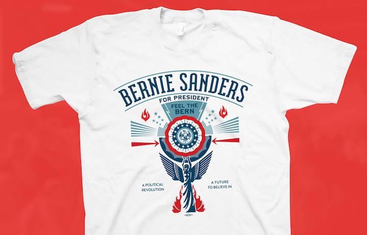 La T-shirt è in vendita nei colori bianco e nero