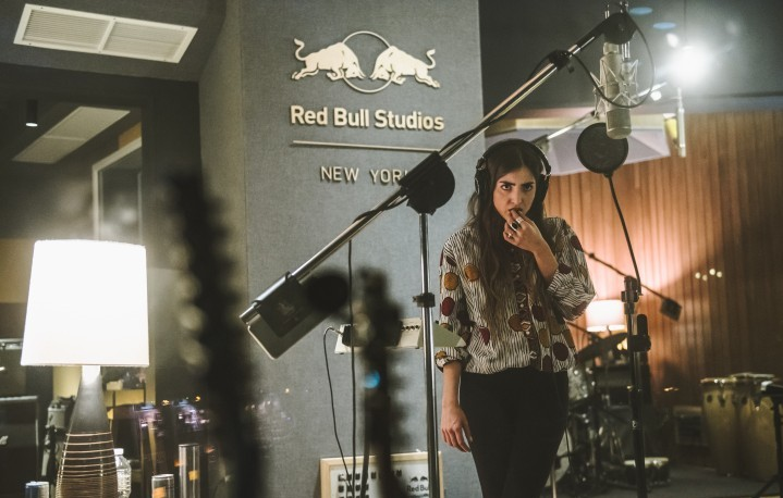 Joan Thiele ai Red Bull Studios di New York City