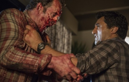 Noah Beggs interpreta Peter Dawson e Cliff Curtis è Travis nel terzo episodio di Fear The Walking Dead - Foto di Justina Mintz/AMC