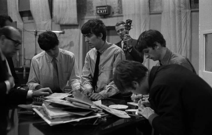 I Beatles in studio con George Martin. Foto: Terry O'Neill/Getty Images