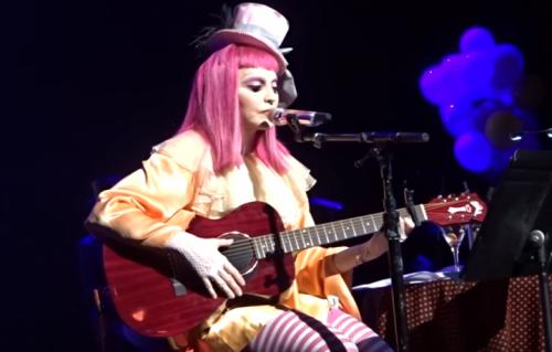 Madonna sul palco del Forum Theatre di Melbourne