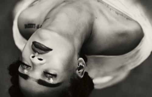 """La cover di """"Kiss It Better"""", il singolo di Rihanna in uscita il 31 marzo"""