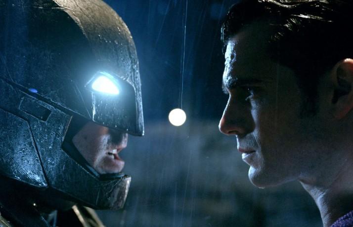 """""""Batman V Superman"""", diretto da Zack Snyder. Basato sui personaggi dei fumetti DC Comics, è al cinema dal 23 marzo"""