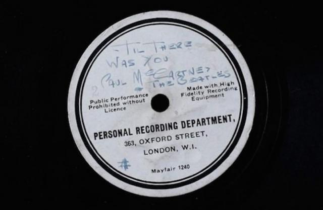 L'etichetta scritta a mano da Brian Epstein
