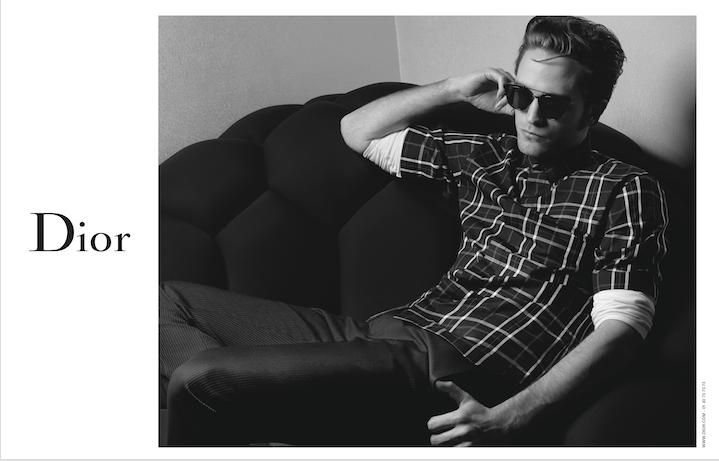 Robert Pattinson in un'immagine della campagna