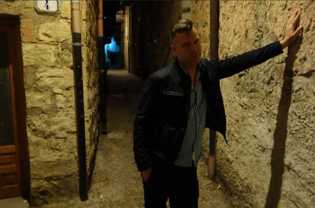 John in uno dei vicoli di Palermo, prima di una data di qualche tempo fa. Foto: Twitter