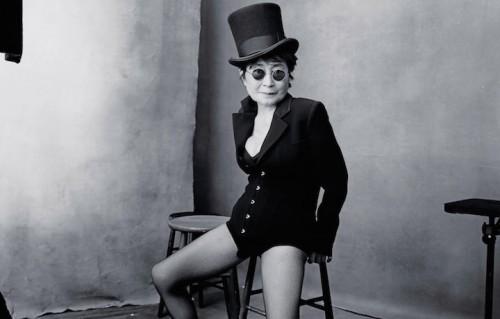 Yoko Ono è una delle protagoniste dell'ultimo calendario Pirelli. Foto: Annie Leibovitz