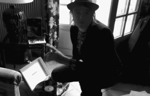"""Ascolta """"The Whole World Is Our Playground"""", il nuovo singolo di Peter Doherty"""