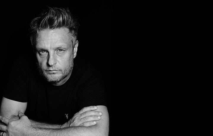 In un'intervista esclusiva, il fotografo racconta la sua vita. Iniziata con il punk. Foto @Rankin