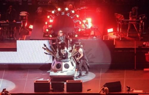 Axl Rose e Slash durante il primo dei due live a Las Vegas. Foto Instagram