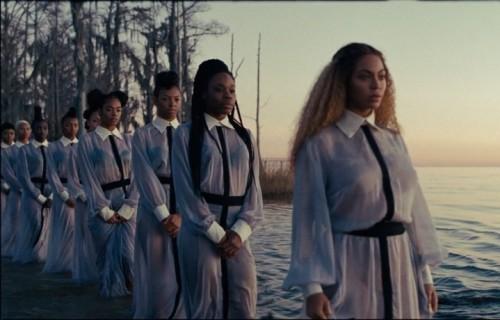 """Una delle scene di """"Lemonade"""" di Beyoncé"""