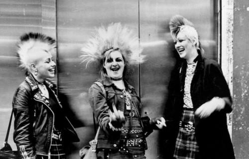 Tre punk a Chelsea, Londra, negli anni '70. Foto Ted Polhemus