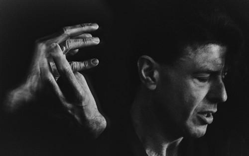 Ezio Bosso è nato a Torino 44 anni fa. Ex bassista degli Statuto, poi pianista, compositore e direttore d'orchestra, nel 2011 è stato colpito da una malattia autoimmune - Mattia Balsamini/Luz Photo