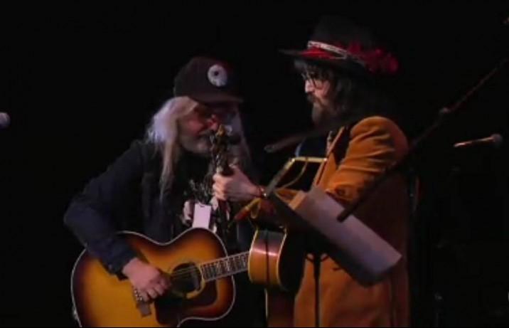 "J Mascis (Dinosaur Jr.) e Sean Ono Lennon rendono omaggio a David Bowie reinterpretando ""Quicksand"" - 1° aprile - Carnegie Hall, New York"