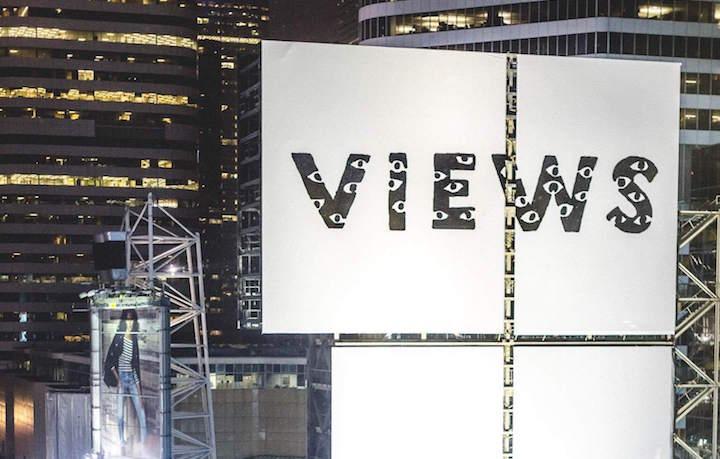 L'installazione a Toronto che annuncia l'uscita dell'album