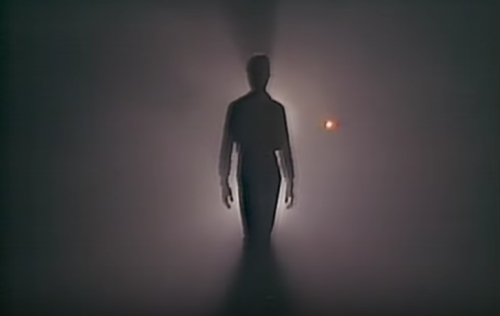 "Un frame del video di ""Heroes"" di David Bowie"