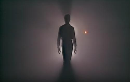 "Un frame del video di ""Heroes"" di David Bowie"
