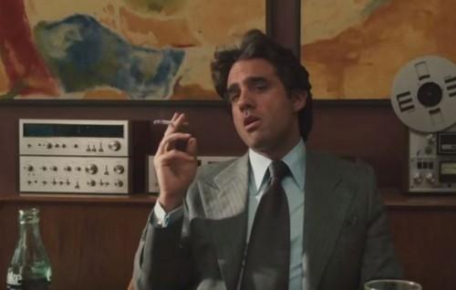 Bobby Cannavale nei panni di Richie Finestra in una puntata della serie