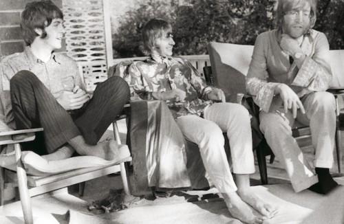 Paul, Ringo e John durante una lecture del 1968. Foto: Pattie-Boyd
