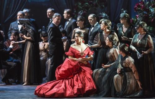"""Una scena della premiere de """"La Traviata"""". Foto: Courtesy Teatro dell'Opera / PH. Yasuko Kageyama"""