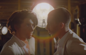"I Last Shadow Puppets parlano in italiano nel nuovo video ""Miracle Aligner"""