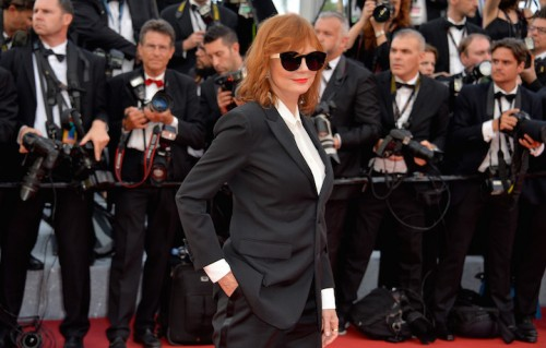 Susan Sarandon sul red carpet di Cannes. Abito: Saint Laurent. Foto: Stephane Cardinale - Corbis/Corbis via Getty Images