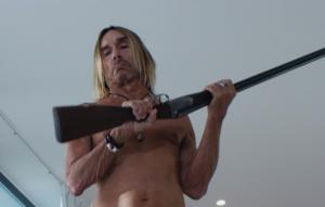 """Iggy Pop armato nel trailer di """"Blood Orange"""""""