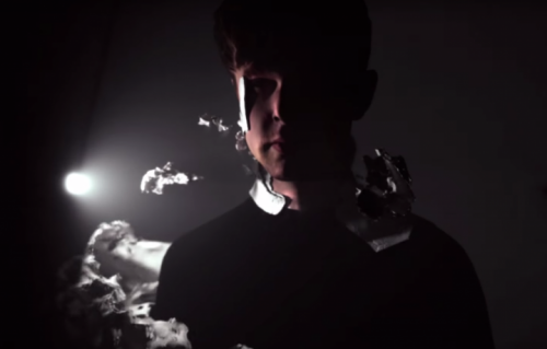 Un frame del nuovo video di James Blake